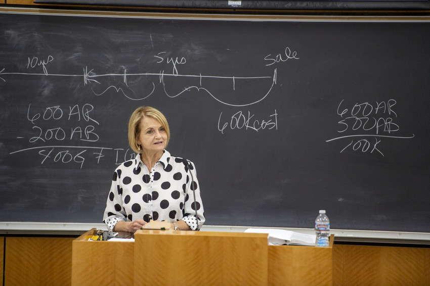 Annemarie_Meyer_-_Manolakas_in_the_Classroom