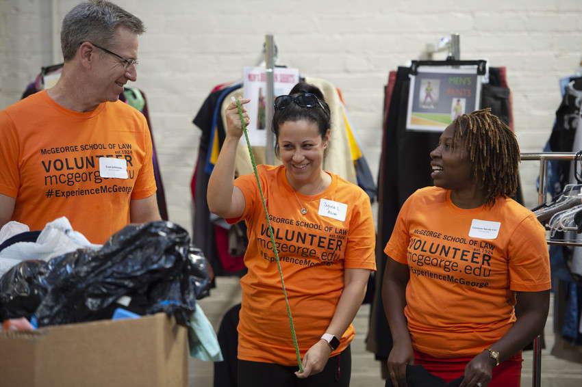 Annemarie_Meyer_-_Alumni_Volunteering_at_food_bank