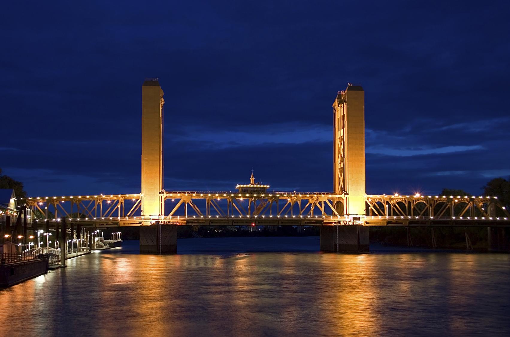 Jermaine_Cruz_-_Sacramento_Tower_Bridge_at_Night