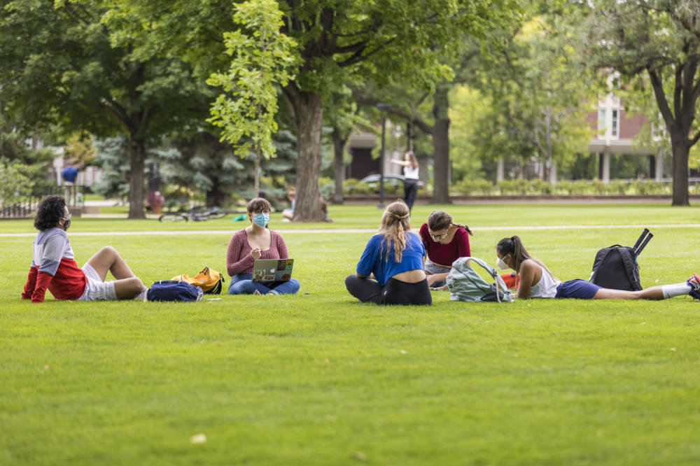 Laura_Linn_-_7_Seasons_Macalester_Student_on_Great_Lawn